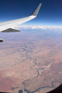 The meanders of a river that crosses a desert from a plane window